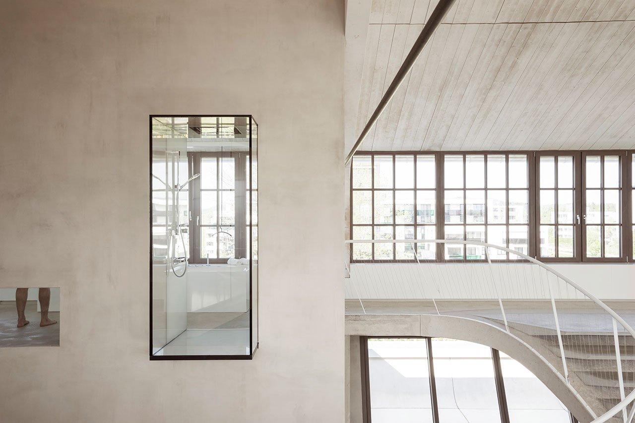 salzburgi-panzerhalle-loft-nagyvonalu-nyitott-terek-noko-08.jpg