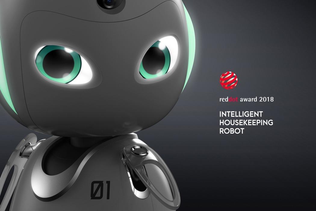 egy-robot-mind-folott-noko-01.jpg