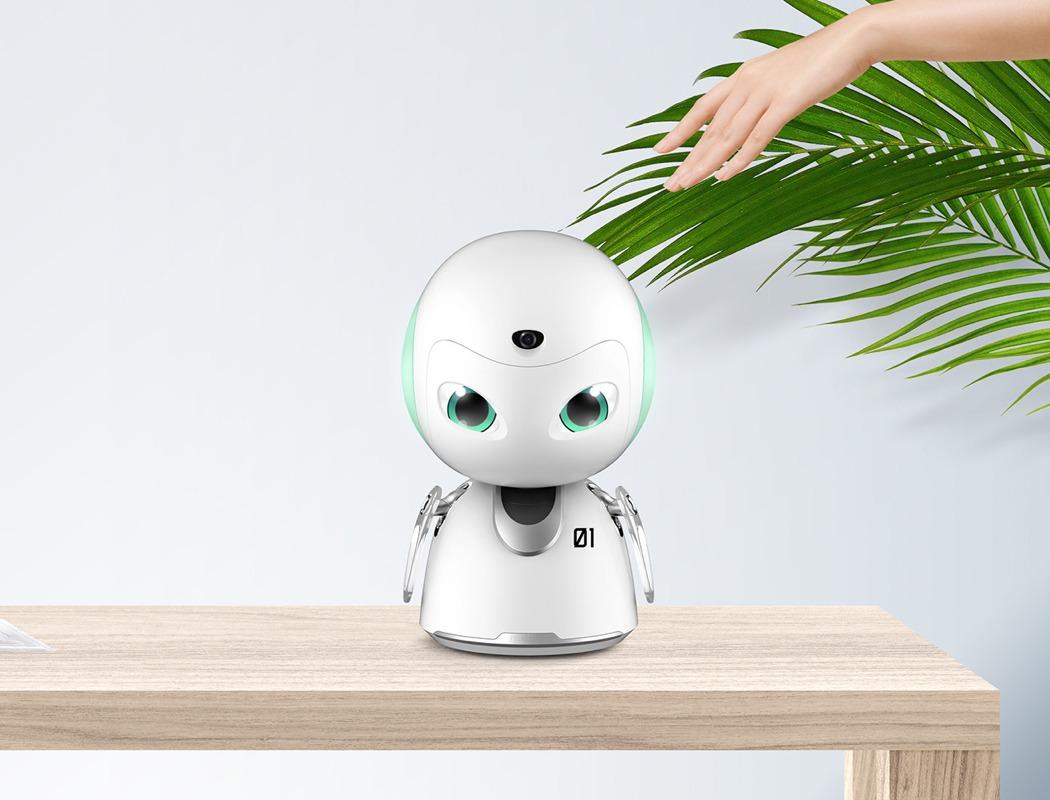 egy-robot-mind-folott-noko-02.jpg