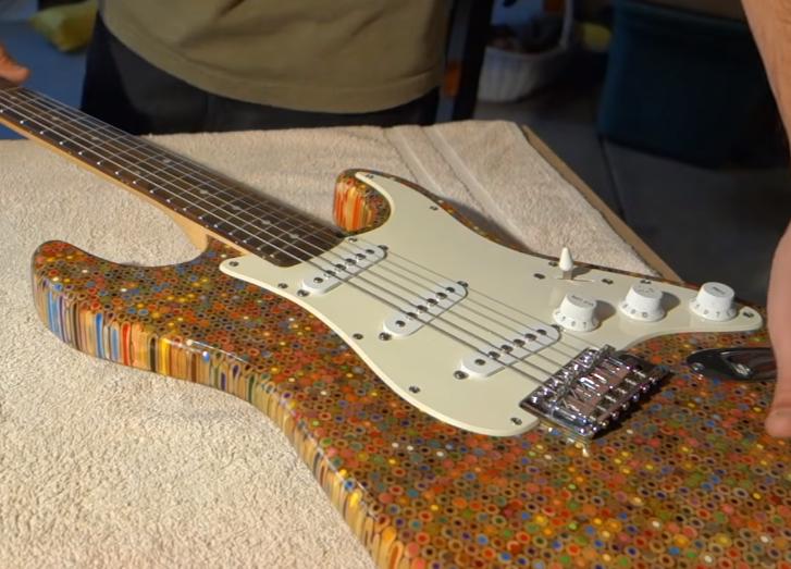 elektromos-gitar-1200-darab-szines-ceruzabol-noko-01.png