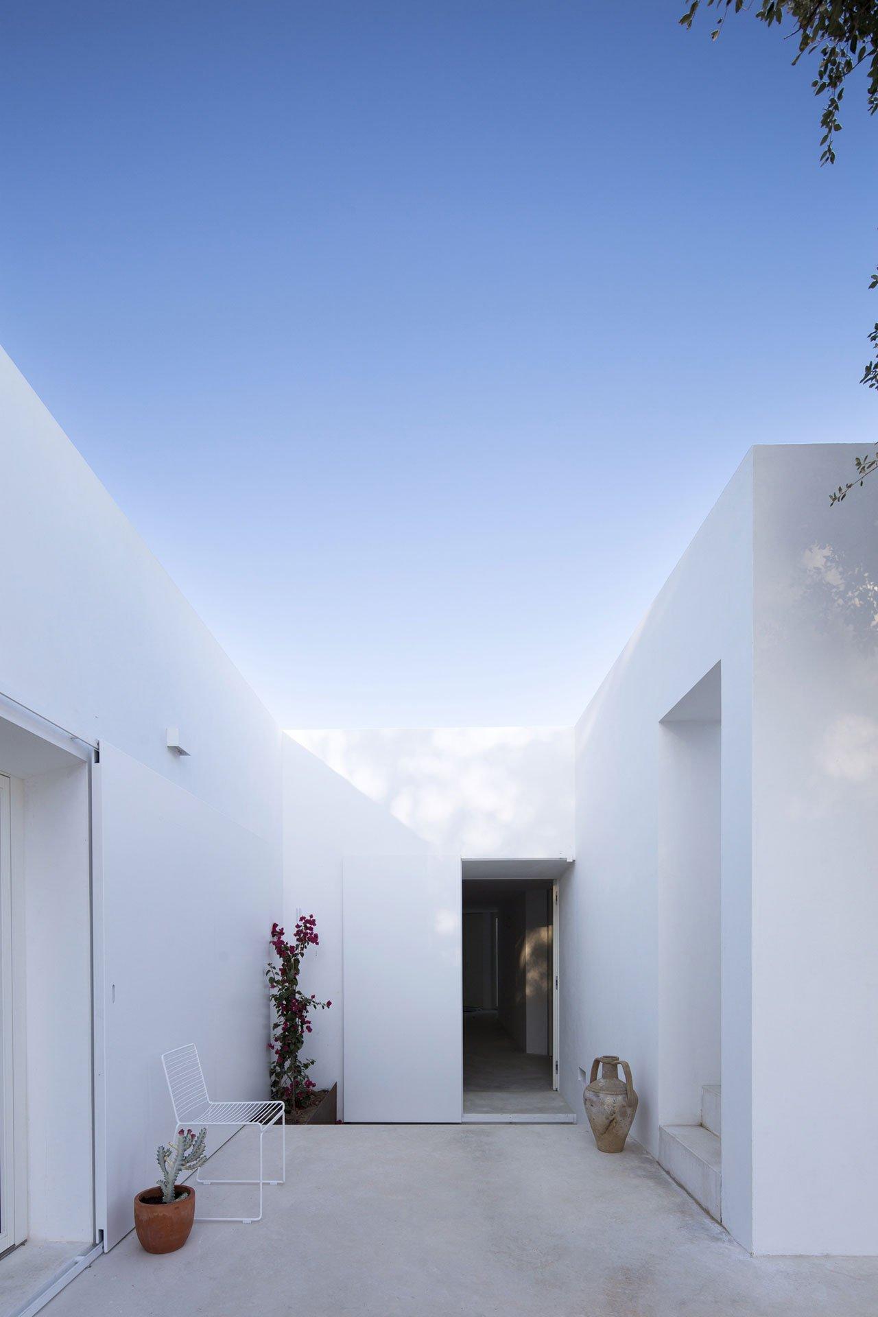 casa-luum-minimalizmus-a-portugal-videken-noko-014.jpg