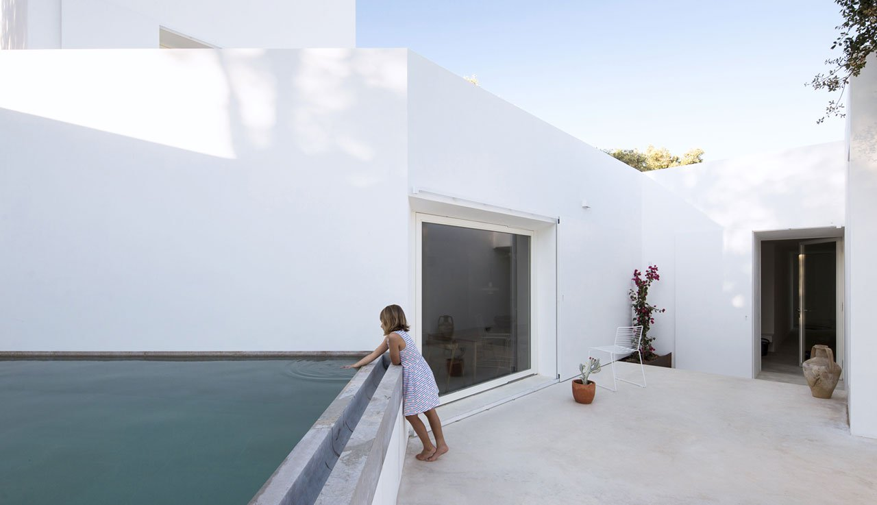 casa-luum-minimalizmus-a-portugal-videken-noko-019.jpg