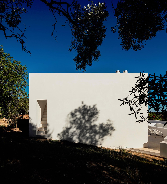 casa-luum-minimalizmus-a-portugal-videken-noko-029.jpg