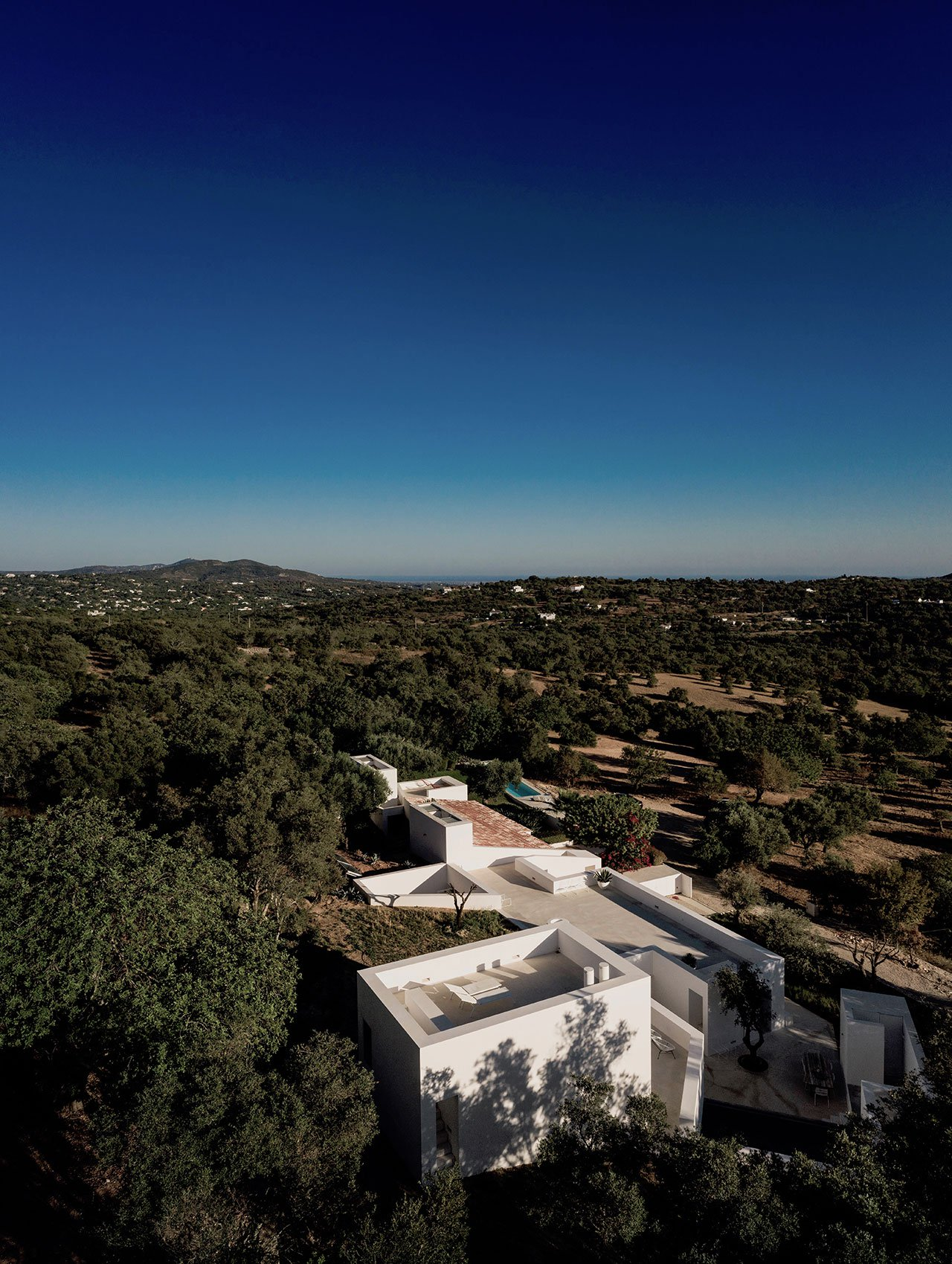 casa-luum-minimalizmus-a-portugal-videken-noko-030.jpg