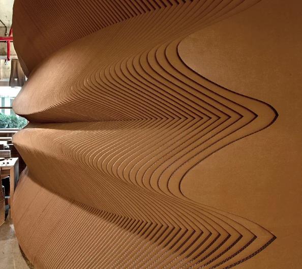 egy-kavezo-amit-szinte-teljes-egeszeben-kartonbol-epitettek-noko-06.jpg