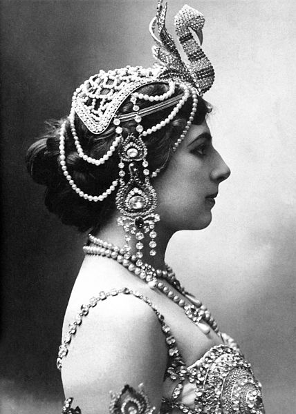 428px-Mata-Hari_1910.jpg