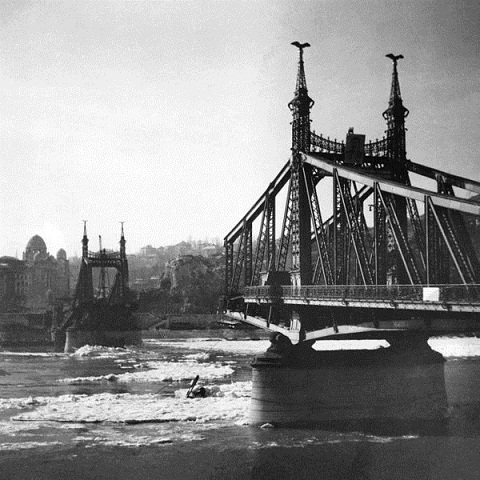 600px-Szabadsag_hid_Budapest_1946_02_03_id_Takacs_amator_fotoja2.jpg