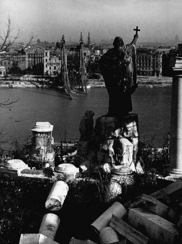 Budapest 1945 nyarán.jpg