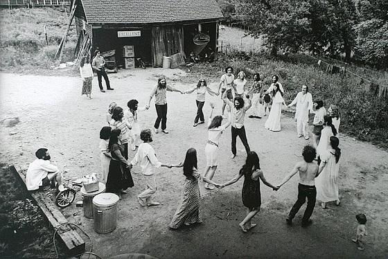 Peter simon COMMUNE Dancing2.jpg