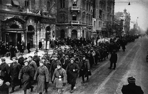 Szovjet alakulatok menetelnek az Üllői úton. 1945. február2.jpg