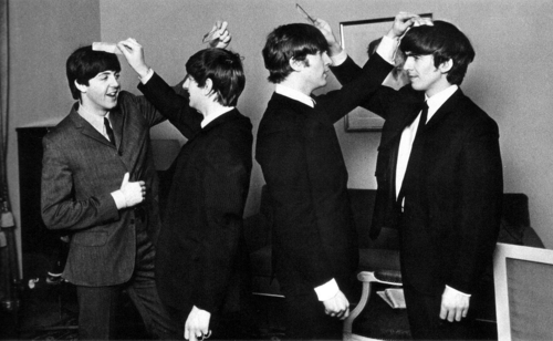 The+Beatles+LendMeYourComb.png