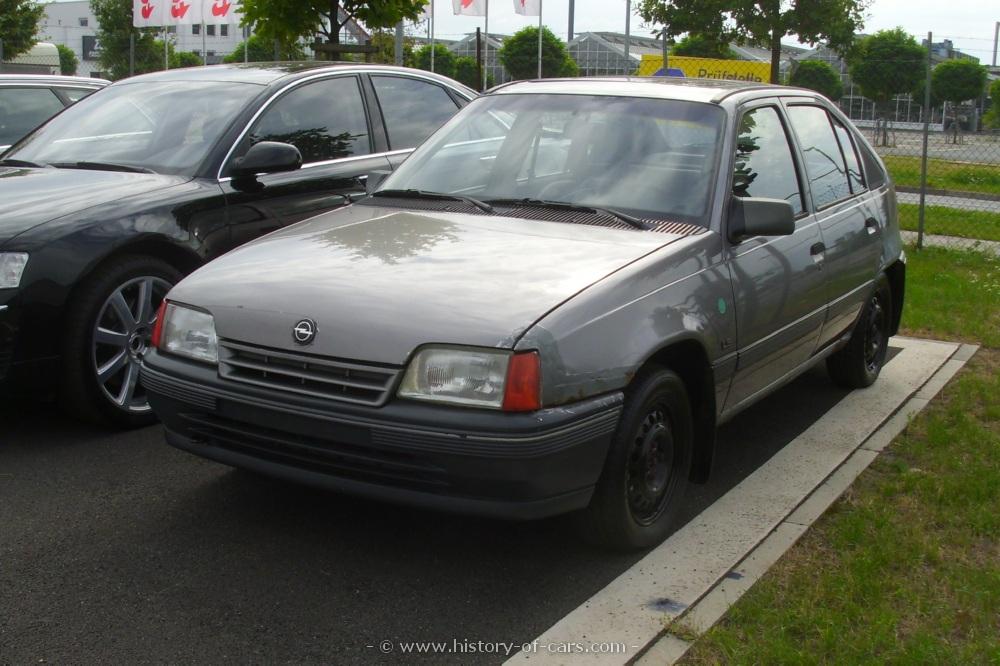 1989-kadett-e-4door-hatchback-011.jpg
