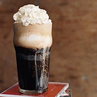 Guinness Float - Három gombóc vanília fagyi és Guinness