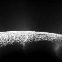 Nap képe - Enceladus hold gejzírei