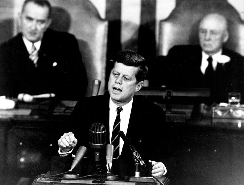 791px-Kennedy_Giving_Historic_Speech_to_Congress_-_GPN-2000-001658.jpg