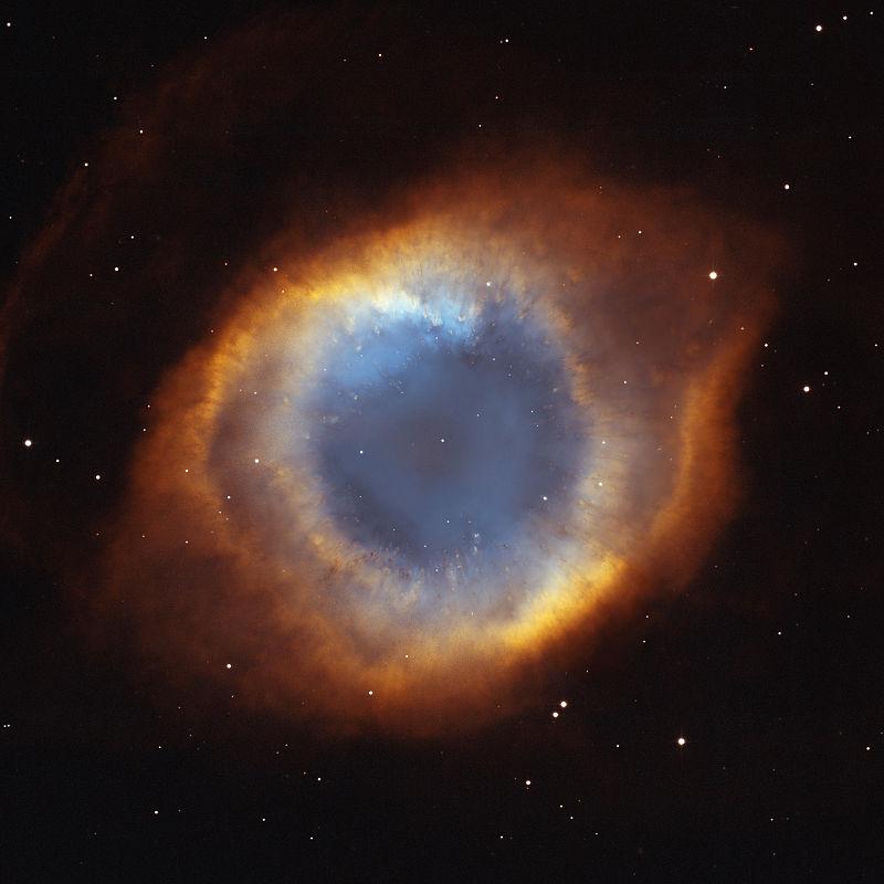 A Csiga-köd a legközelebbi planetáris köd; 450 fényévnyire, a Vízöntő csillagképben található
