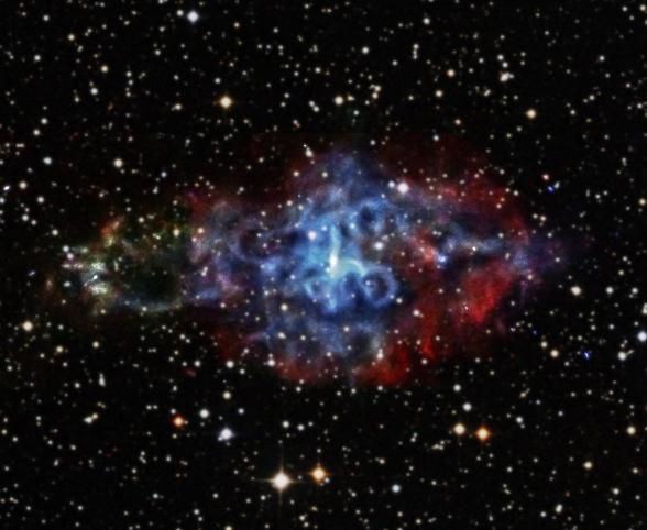 A 3C58. A különféle erősségű röntgensugarak a vörös irányból haladnak a kék felé. Azaz, az alacsony energiájú a vörös, míg a nagy a kék.