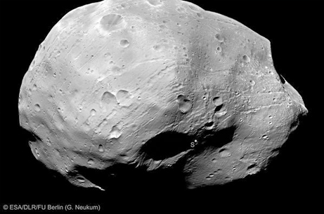 space129-phobos-saturn-moon_31713_big.jpg