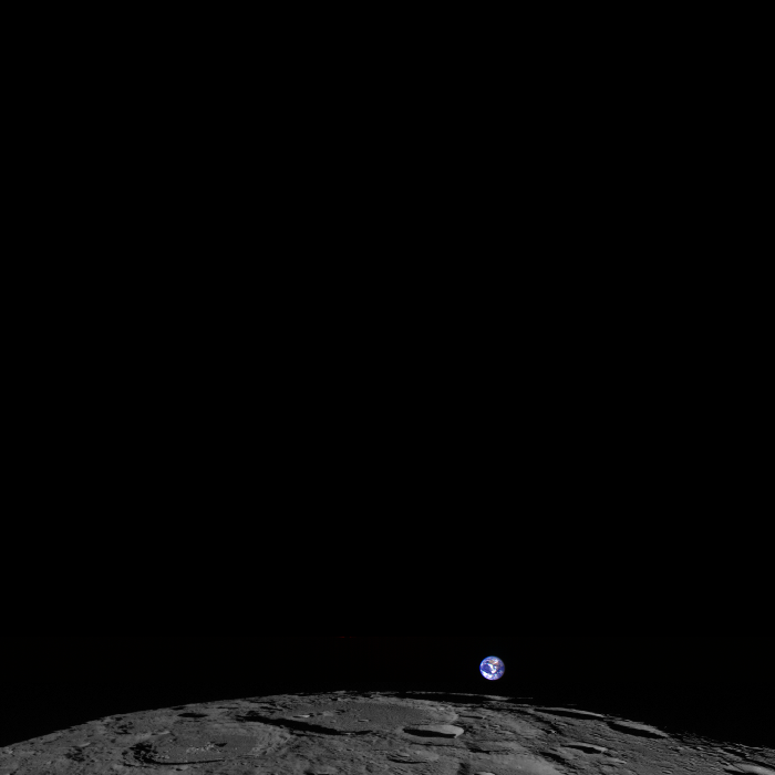 earthmoon_square1_1399490202.png_700x700