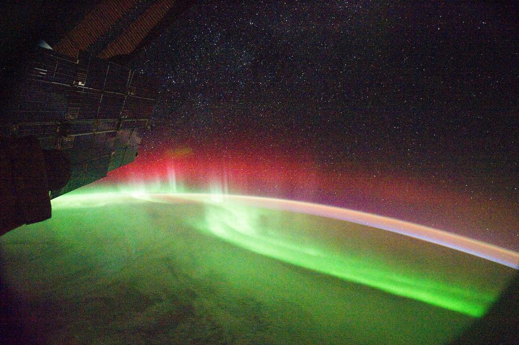 space-station-aurora_1375950851.jpg_1024x681
