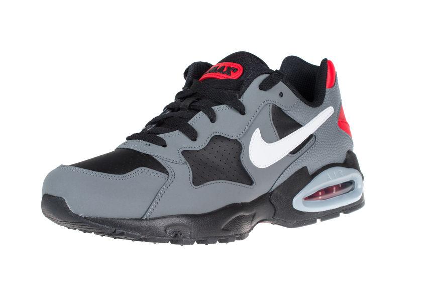 Tinker Hatfield tervezte az első Nike Air Max-et 1987-ben. Azóta a cipő  hatalmas változásokon ment keresztül f4485a45f2