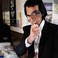 Nick Cave lépeget