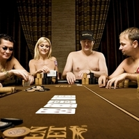 Meztelen pókersztárok