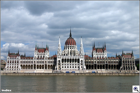 a6_parlament.jpg