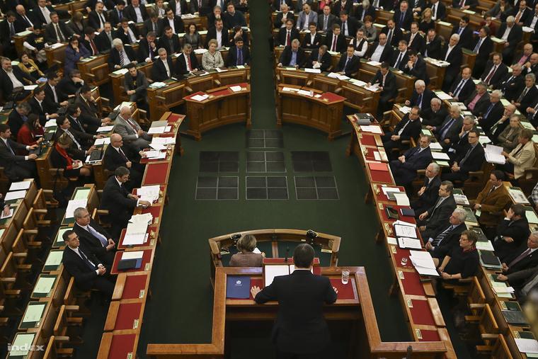 parlament_index_huszti_istvan.jpg