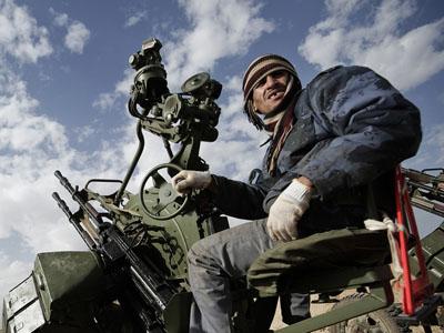 158dceca0f Mai hír az indexen, hogy Kadhafi erői csellel elérték, hogy a NATO  légiereje a lázadók állásait bombázza.