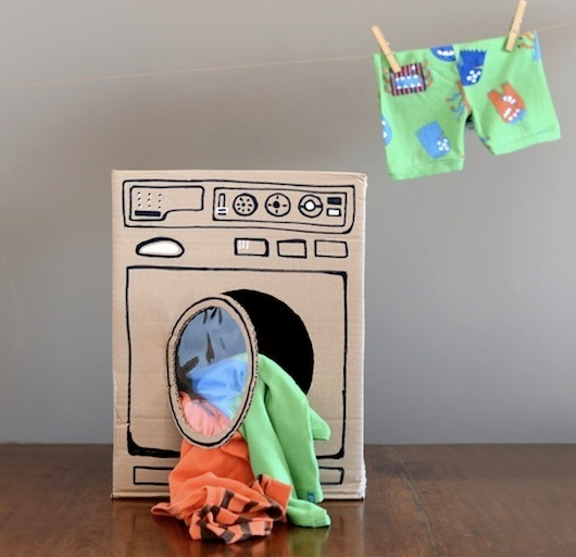 diy-cardboard-box-washing-machine-little-girl-toy-and-room-decorating-ideas.png