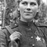 A szépséges Róza Sanina. Mesterlövész.
