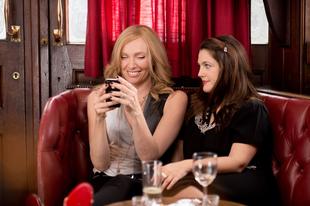 Drew Barrymore és Toni Collette alakítása a barátság erejéről
