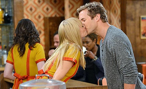 2-broke-girls-dec-10.jpg