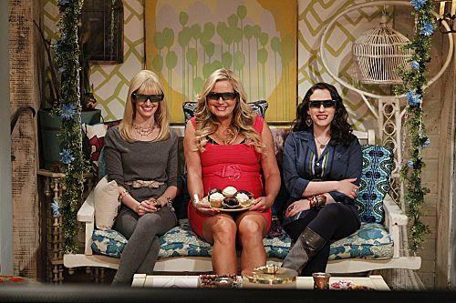 2_broke_girls_season_1_episode_14_and_the_upstairs_neighbor_1-7353-590-700-80.jpg