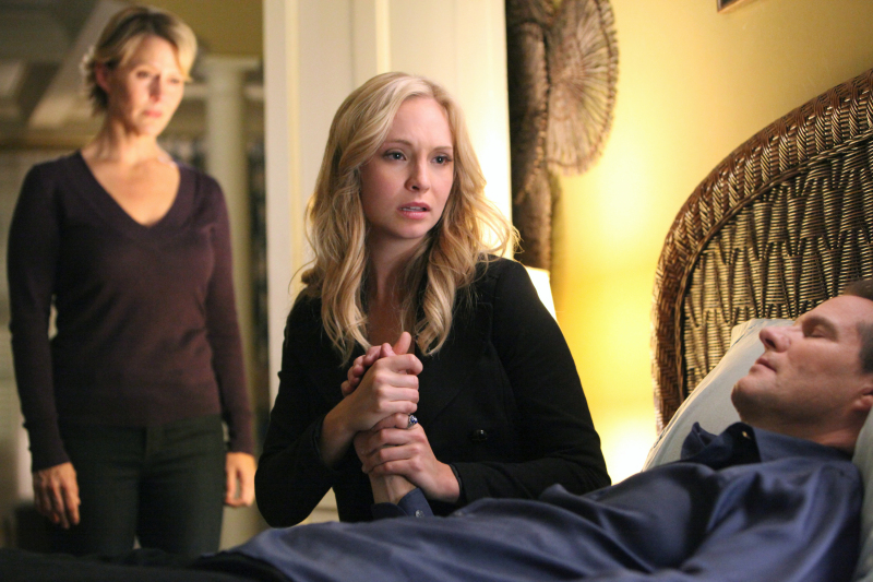 new-tvd-stills-3x13-bringing-out-the-dead-candice-accola-the-vampire-diaries-tv-show-28895418-800-533.jpg