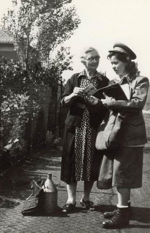 Kézbesítés 1948.jpg