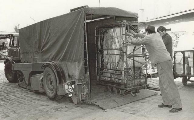 Konténeres csomagrakodás 1980.jpg