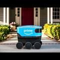 Futár robot és töltőkábel nélküli okostelefon
