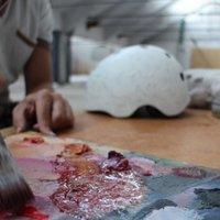 Díjnyertes bukókat festettek a Partizán műtermeiben dolgozó művészek