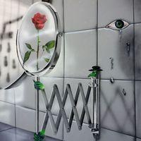 Május 4-én Keresztesi Botond LSD – Lex Selfie Drama című egyéni kiállítása