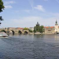 A legtöbb helyen lehet sétálni a Moldva parján