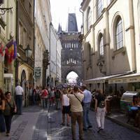 A Károly-hídhoz vezető utca