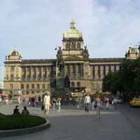 Vencel szobor és a Nemzeti múzeum