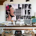 Graffitit a lakásba, bútorra? Miért is ne?!