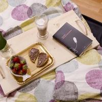 Reggelizz az ágyban saját készítésű tálcával!