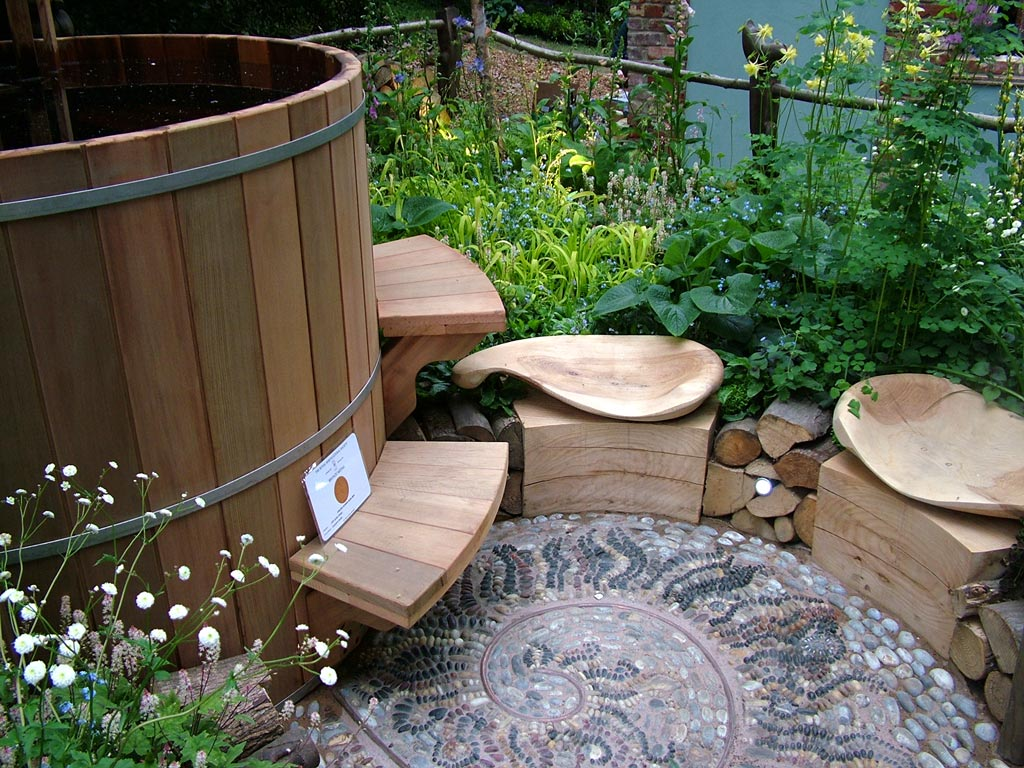wooden-hot-tub-garden.jpg