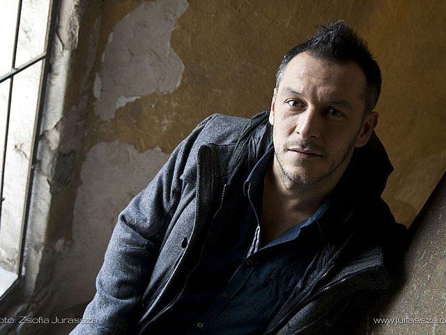 Színdarabhoz írt zenét és dalszöveget Czutor Zoltán