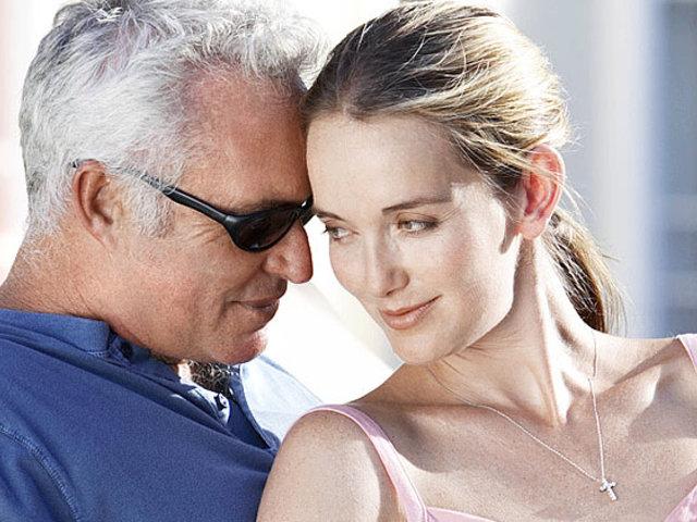 Előfordul, hogy az ember lánya nem olyan férfit választ maga mellé, aki korban is megfelel hozzá.