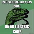 Van valakinek egy töltője? Lemerült az autóm!
